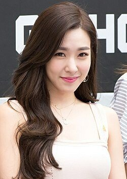 250px-Tiffany_Hwang_at_Starfield_Hanam_G-SHOCK_fan_signing_on_April_16,_2017_(3).jpg 페미코인은 돈이 된다.
