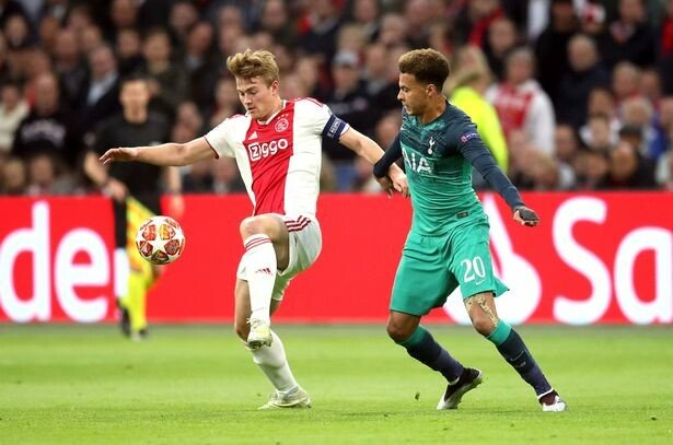 0_Ajax-v-Tottenham-Hotspur-UEFA-Champions-League-Semi-Final-Second-Leg-Johan-Cruijff-ArenA.jpg [스포르트] 더 리흐트의 바르셀로나 이적은 매우 복잡해졌다