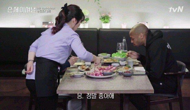 10.jpg [손세이셔널] 앉자마자 비빔밥 찾는 티에리 앙리ㅋㅋㅋㅋㅋㅋㅋ
