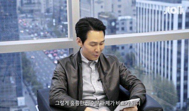"17.jpg 이정재 ""손흥민 선수랑 제가 닮았다는 글이 많네요?"".jpg"