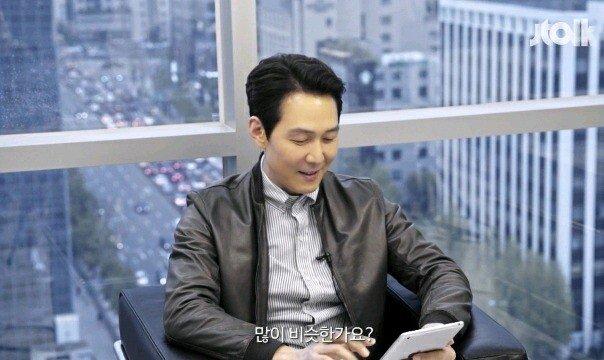 "15.jpg 이정재 ""손흥민 선수랑 제가 닮았다는 글이 많네요?"".jpg"