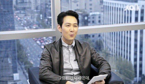 "16.jpg 이정재 ""손흥민 선수랑 제가 닮았다는 글이 많네요?"".jpg"