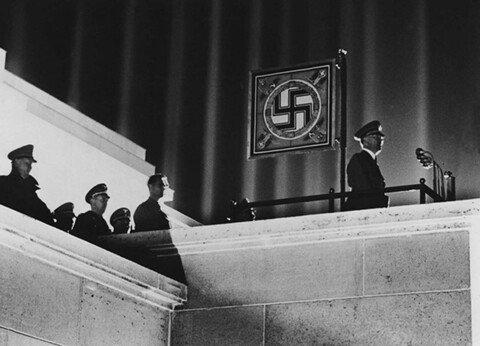8.jpg 1930년대 나치전당대회 연출수준