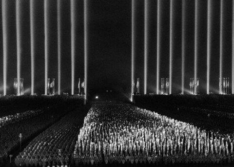 5.jpg 1930년대 나치전당대회 연출수준