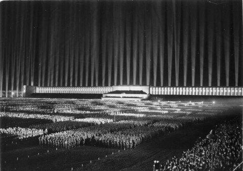 9.jpg 1930년대 나치전당대회 연출수준