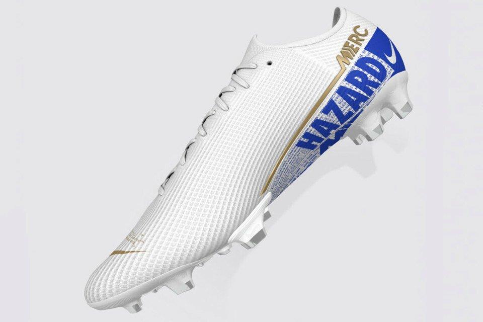 5FA25280-8BDE-45F6-BC33-3EC0600DFE80.jpeg [더 선]아자르는 새 축구화에 첼시에 대한 존중의 의미를 담았다.