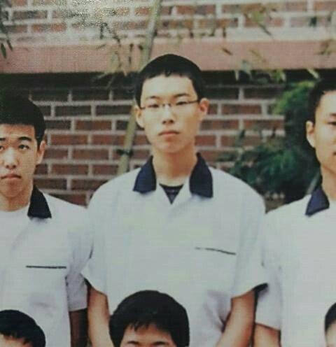 류준열 중고딩 시절 졸업사진......jpg
