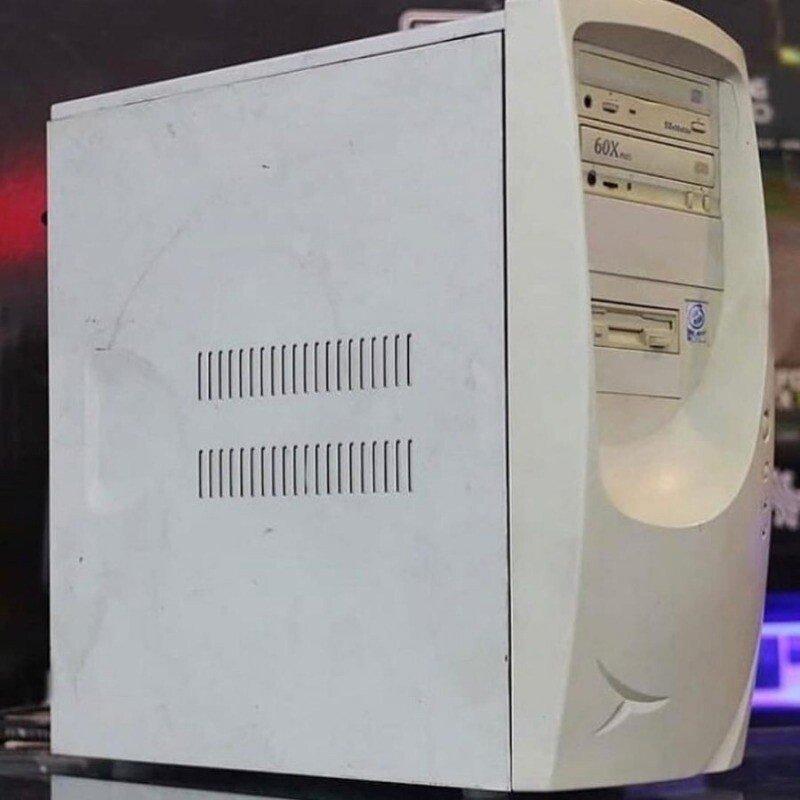 a930c469ad84fad4ccbb031b0d1ef4a8.jpg 20년째 같은 컴퓨터를 쓰는데도 불만이 없는 남편.