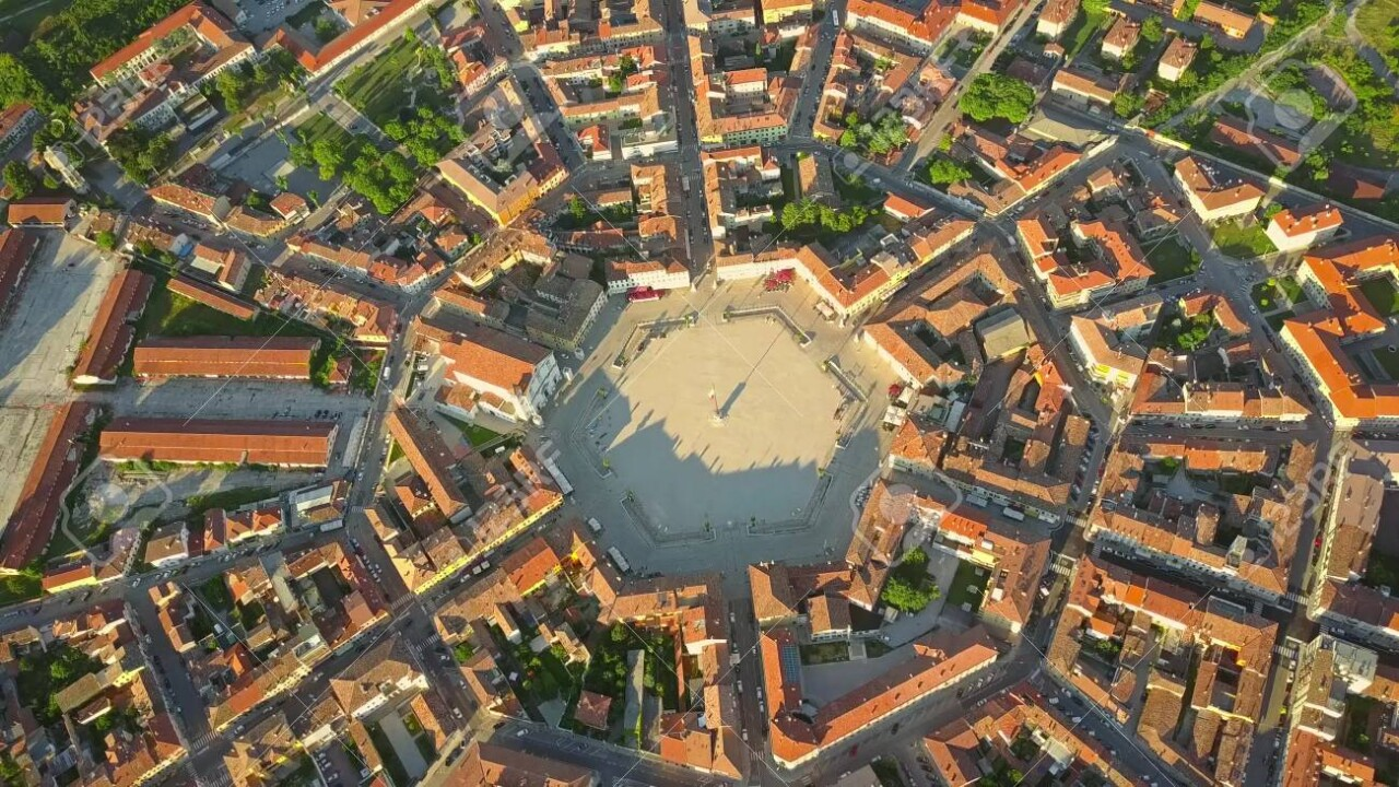 84292602-aerial-view-of-star-shape-town-of-palmanova-italy.jpg 유네스코 세계 문화 유산인 별모양 도시.JPG