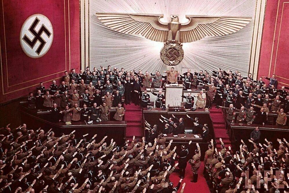 8ed675e0a58c6ee07239911c013b13cc.jpg (스압)나치 독일 당시 컬러 사진..JPG