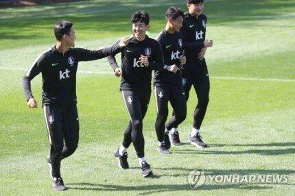 다운로드 (46).jpeg [연합뉴스] 평양 원정 떠나는 벤투호의 행동 수칙…'티끌 하나 남기지 말라'