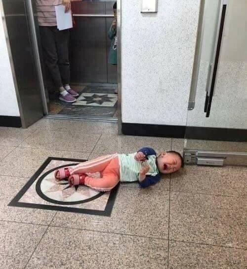 엘리베이터 버튼 누나가 누름