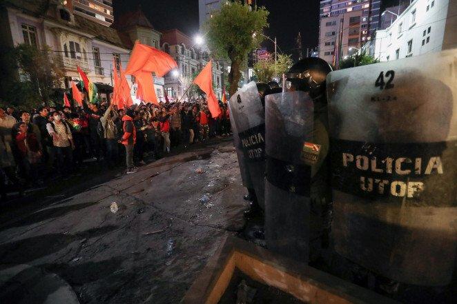 violence-breaks-out-in-bolivia-after-longtime-incumbent-evo-morales-wins-election.jpg 한국계 대통령 후보가 출마한 볼리비아 대선 근황.jpg