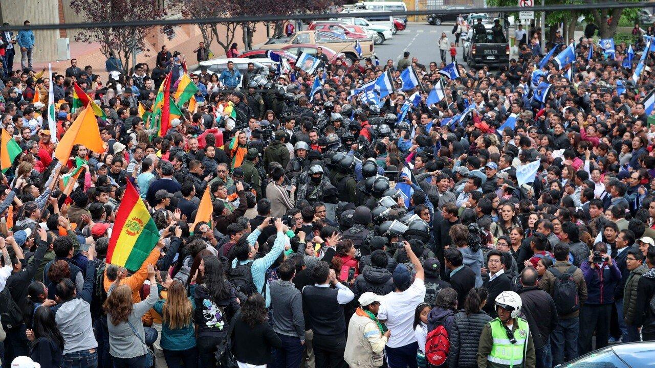 aa095646-3692-4e01-9b3c-f323a3f983b0-EPA_epaselect_BOLIVIA_ELECTIONS.jpg 한국계 대통령 후보가 출마한 볼리비아 대선 근황.jpg