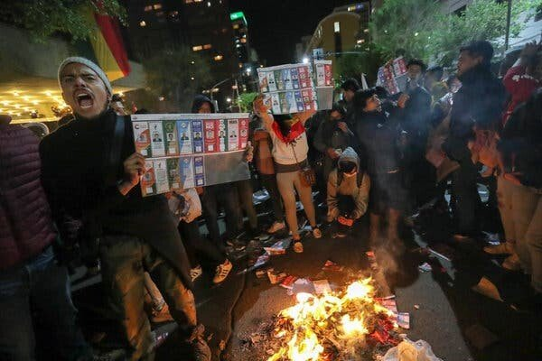 merlin_163099206_8548b5dd-a59d-4cd6-9602-0d0fe2581719-articleLarge.jpg 한국계 대통령 후보가 출마한 볼리비아 대선 근황.jpg