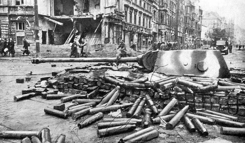 e1391907ac556d635e49777ee5fcf0943cc34af69fcae2202f4371320ba447473bcdc0c48233377f8028f093193fa2c4695fb5122bd068a6d2fee893548027da62974abc36af9a8f4200da8b20049d0acff86db6bf222886b23dc6ec7bf6ba42.jpeg 2차세계대전 말 독일의 발악.jpg