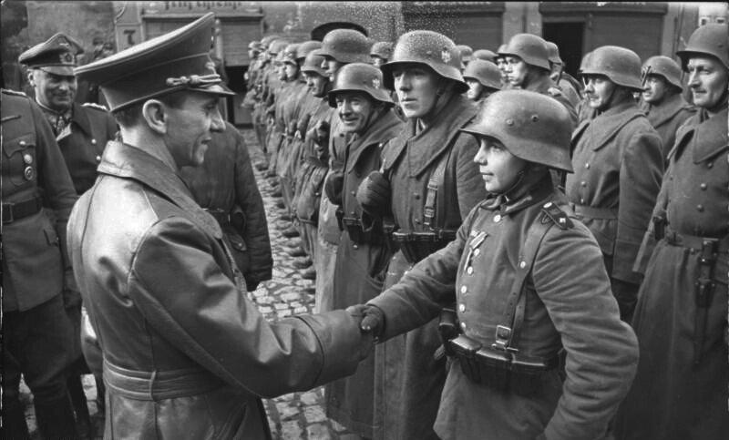 96e9d4f48d600e4c618df07fb64d91b549aca72ec1e8bd32ca7065333a252b68c95809c22eb1389b5446d3d42f54cc69c5d6bf88c5a10001d23fb30df307681c87e46e66526b27514bb884a655c05ee06377552fbb4e9f313024f882920a6c2b.jpeg 2차세계대전 말 독일의 발악.jpg
