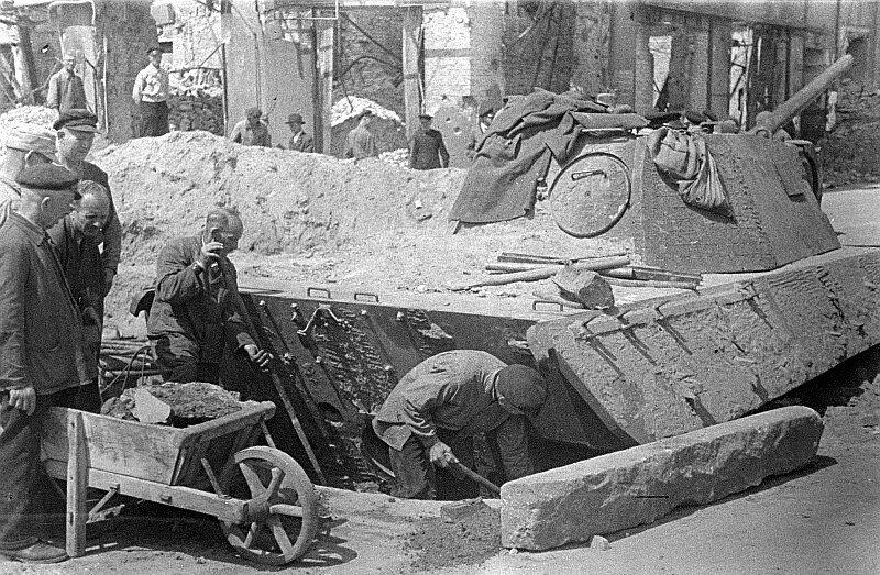 c8fdab8930eafd2c298d2eeec40d8165a8a5f43e34d28eb49cdcb4565f5286c35bb68d049e183b941466d36c57ee3f6443fe2f6cfa1a5b77472148e80f589a085b3b59b33277279096acb28f7c28aef53afea675ebf641195ed032a0edc28466.jpeg 2차세계대전 말 독일의 발악.jpg