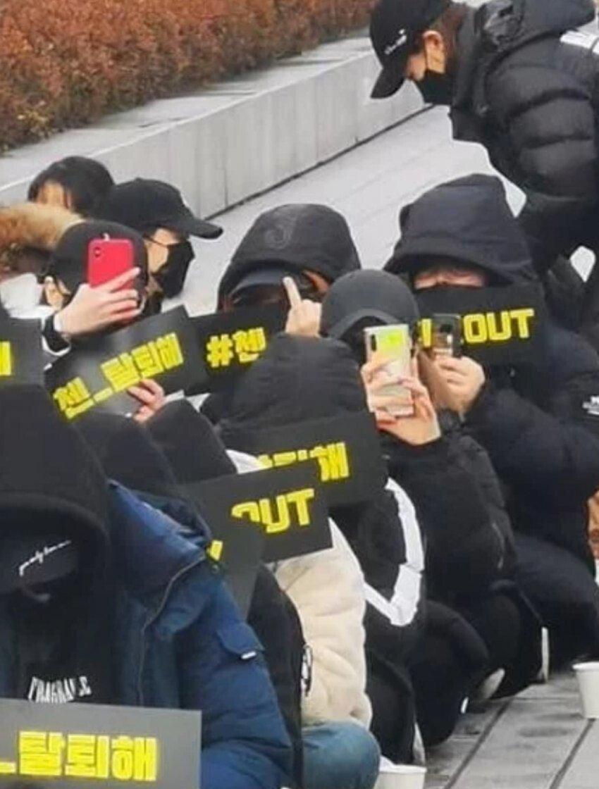 실시간 엑소 첸 탈퇴촉구 시위현장.JPG