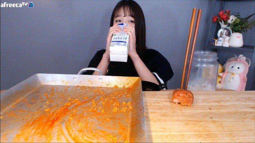쯔양이 힘들어한 먹방.jpg