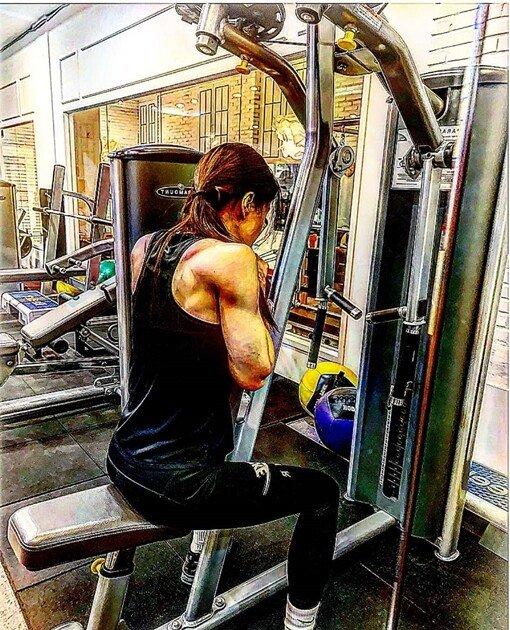 03da16ff44aa4fb682402bbe17255d37.jpg 배우 이시영 어깨 삼각근 및 근육 근황.jpg 유튜브도 등산하는 컨텐츠로 만든 여자연예인 몸매.jpgif