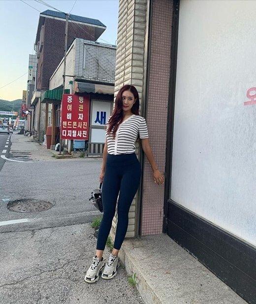 유현주.. 레깅스 평상복 패션....jpg
