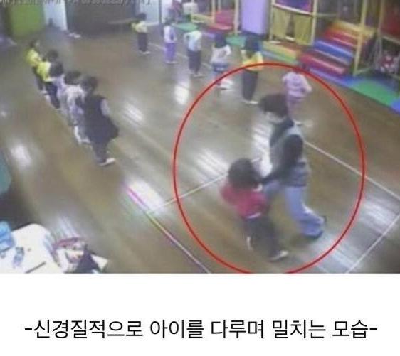 20200604_213736.png 불이 꺼지고 문이 닫힌 강당에서 갇혀 죽은 6살 나현이