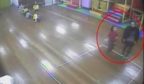 20200604_213805.png 불이 꺼지고 문이 닫힌 강당에서 갇혀 죽은 6살 나현이