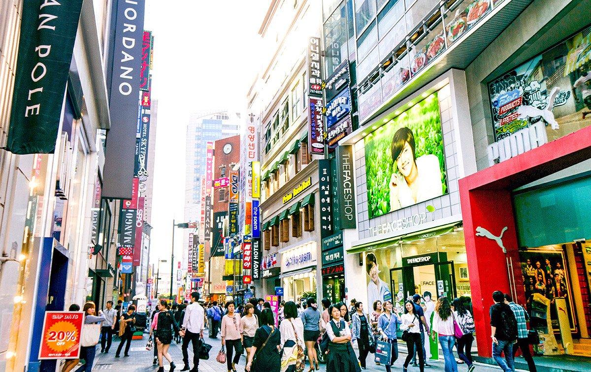 Myeongdong-Seoul-shopping-district.jpg 우리나라에서 최고로 목 좋은 자리.jpg