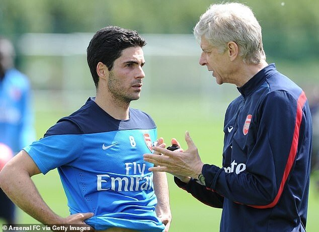 31404964-8579827-Mikel_Arteta_has_kept_in_contact_with_Arsene_Wenger_while_managi-m-16_1596185847288.jpg ???: 감독님....