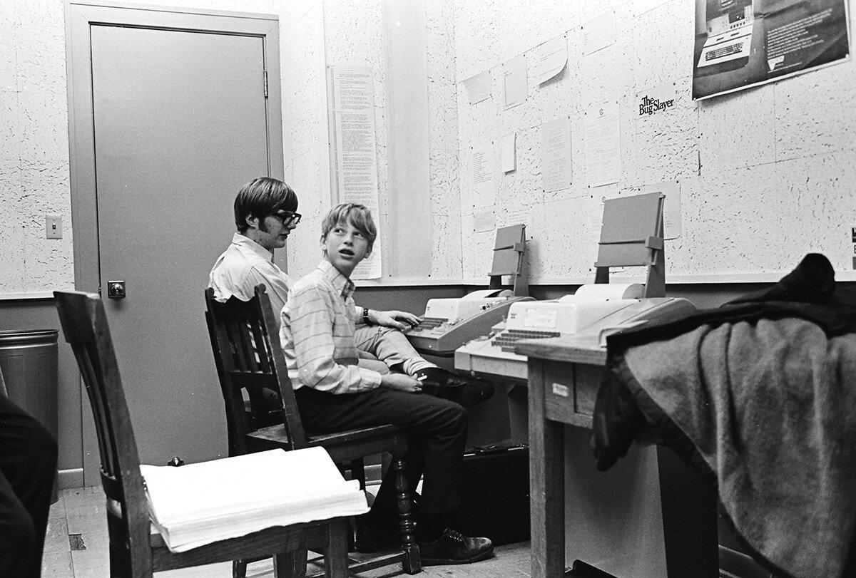Paul_Allen_and_Bill_Gates_at_Lakeside_School_in_1970.jpg 평생 결혼하지 않고 혼자 살았던 갑부.jpg