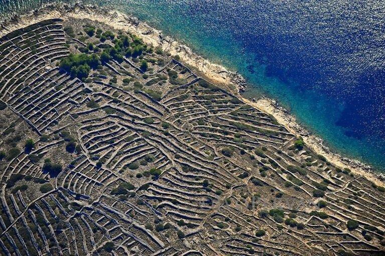 croatia-dry-stone-walls-95.jpg 사람의 지문을 닮은 섬