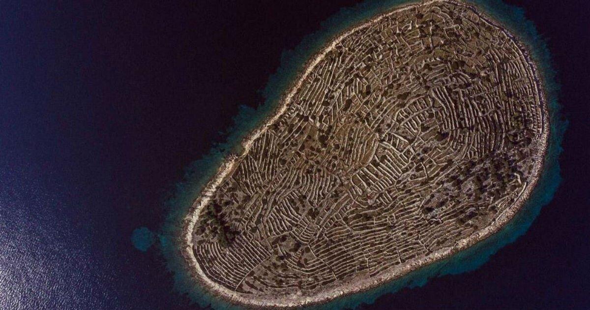 croatia-baljenac-fingerprint-island-featured.jpg 사람의 지문을 닮은 섬