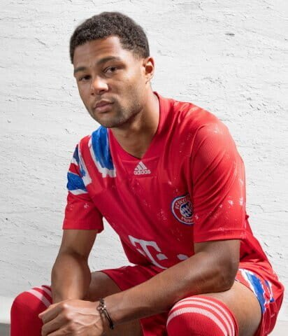 adidas-fc-bayern-human-race-jersey-300690-gj9089-480.jpg [공홈] 바이에른 뮌헨, 위급한 어린이들을 위해 10만유로 기부