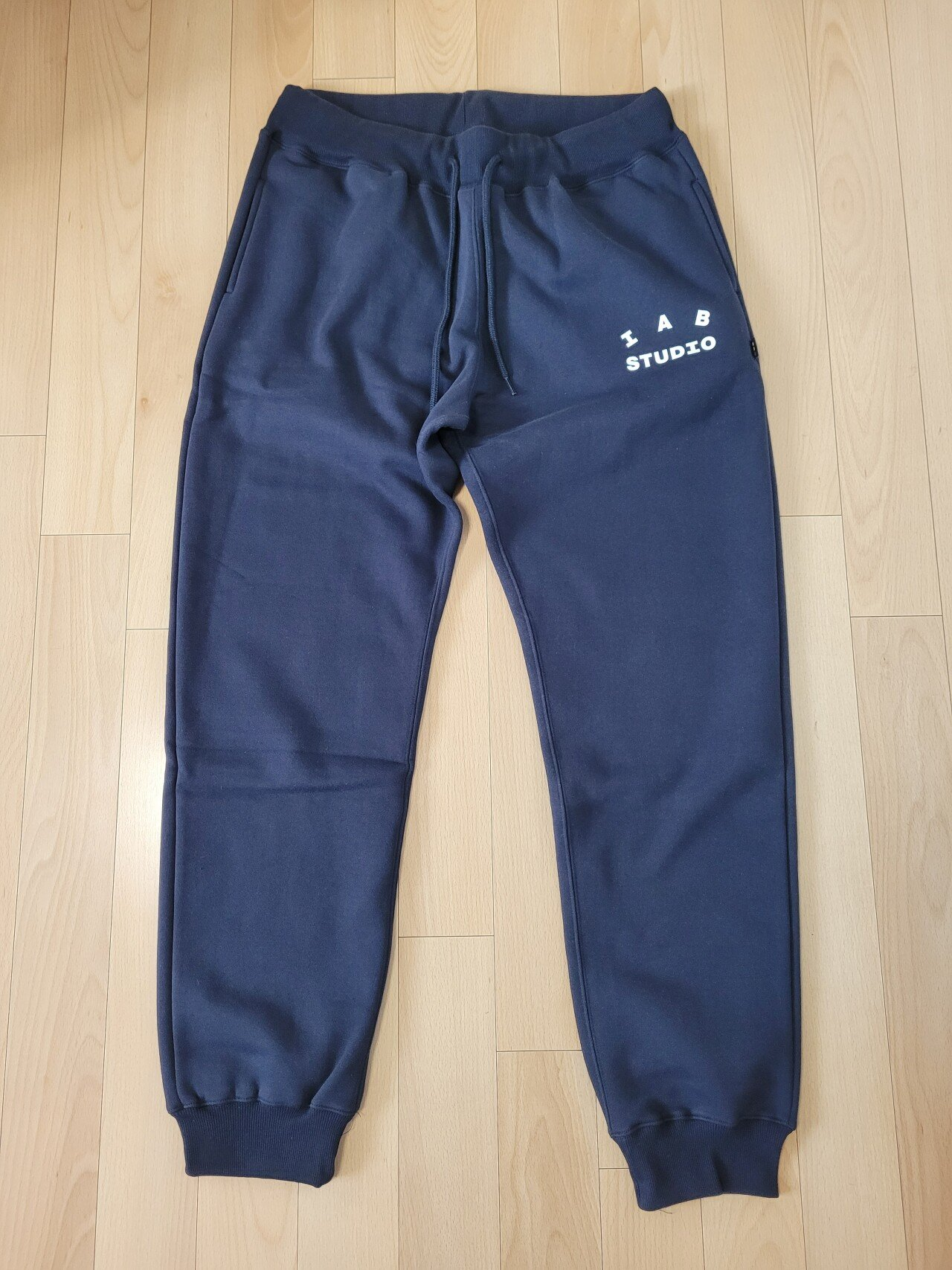 20210218_154652.jpg IAB Studio Sweat Pant Navy (21ss)