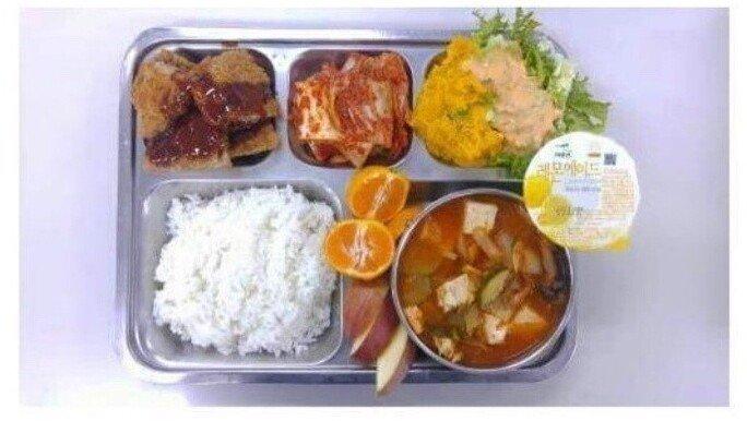 112.jpg 육군과 똑같은 식비를 쓰는 의경 식단