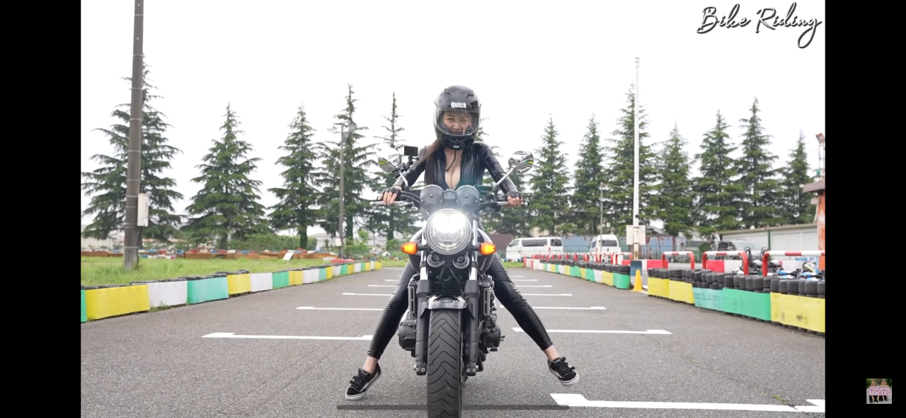 DAFE7E1C-7BE4-46D2-B7B8-449570566598.png ㅎㅂ) 엄마와 함께 오토바이를 타는 효녀 하루카