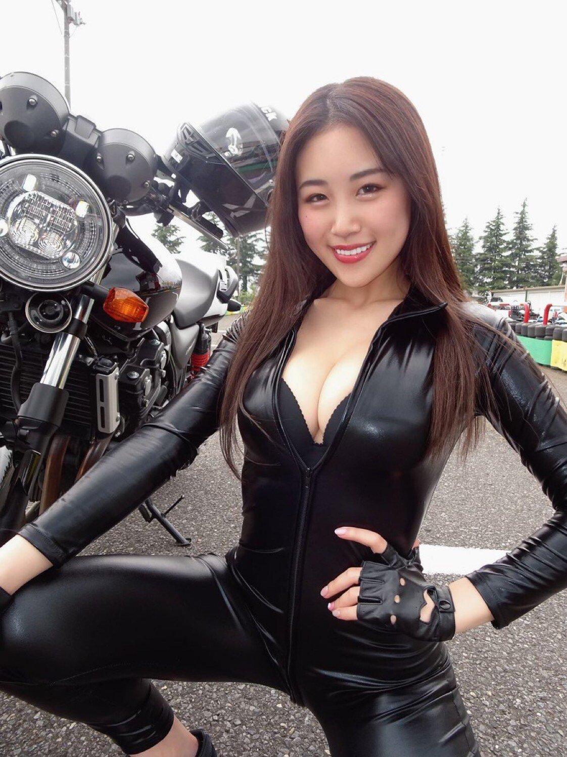 8091E629-D57B-4A12-A963-6AFB6504C480.jpeg ㅎㅂ) 엄마와 함께 오토바이를 타는 효녀 하루카