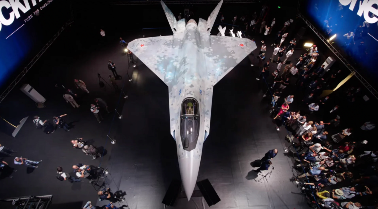 2021072104231135563.png 오늘 공개된 러시아의 신형 스텔스 전투기