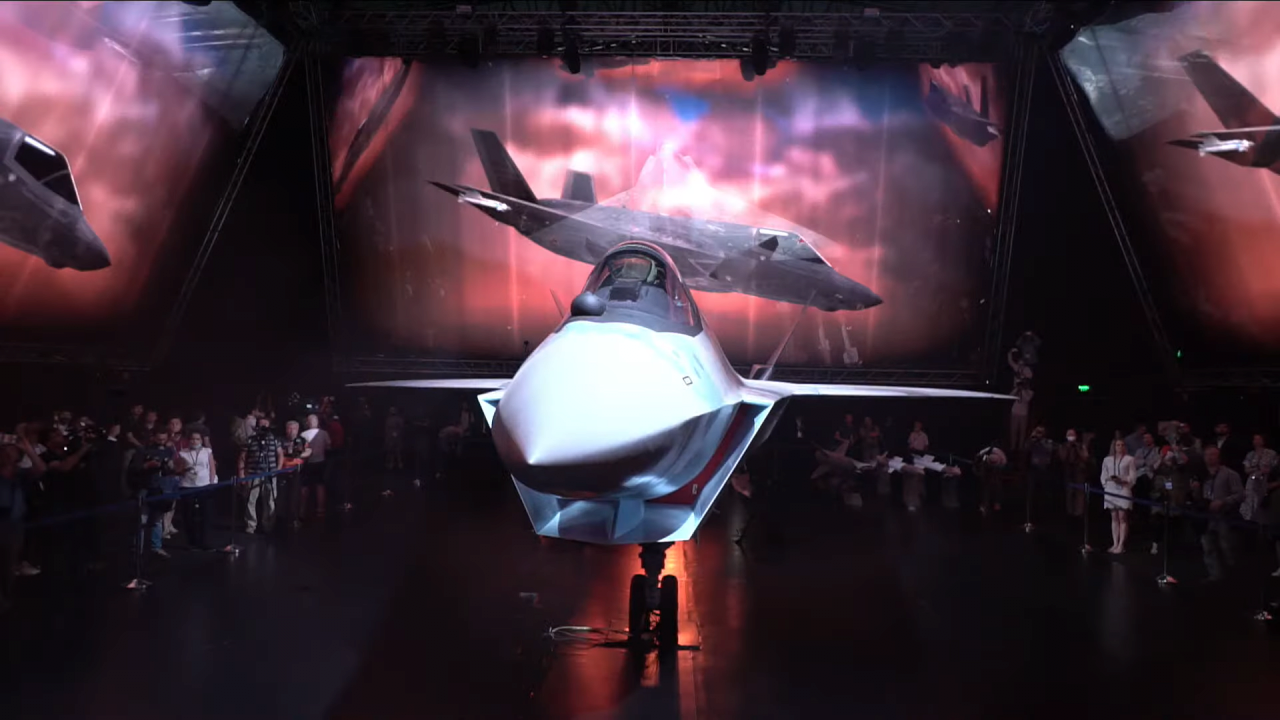202107210424555040.png 오늘 공개된 러시아의 신형 스텔스 전투기