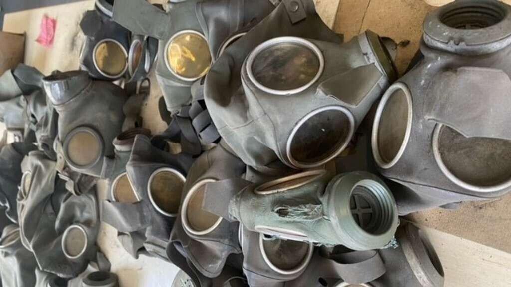 26659396-mehrere-gasmasken-aus-der-ns-zeit-liegen-nebeneinander-aufgereiht-auf-einem-tisch-2wIaYA0YGLa7.jpg 독일, 홍수로 나치 비밀 은신처 발견