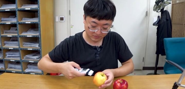 d2c3f6a828d5765cd57954dbdc17946f41db74a8.jpg 잇섭이 발열체크 방법 틀렸다고 지적한 애플 리뷰 유튜버