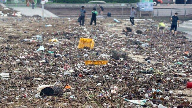 3.jpg 오늘자 부산 광안리 해수욕장 태풍 피해 사진