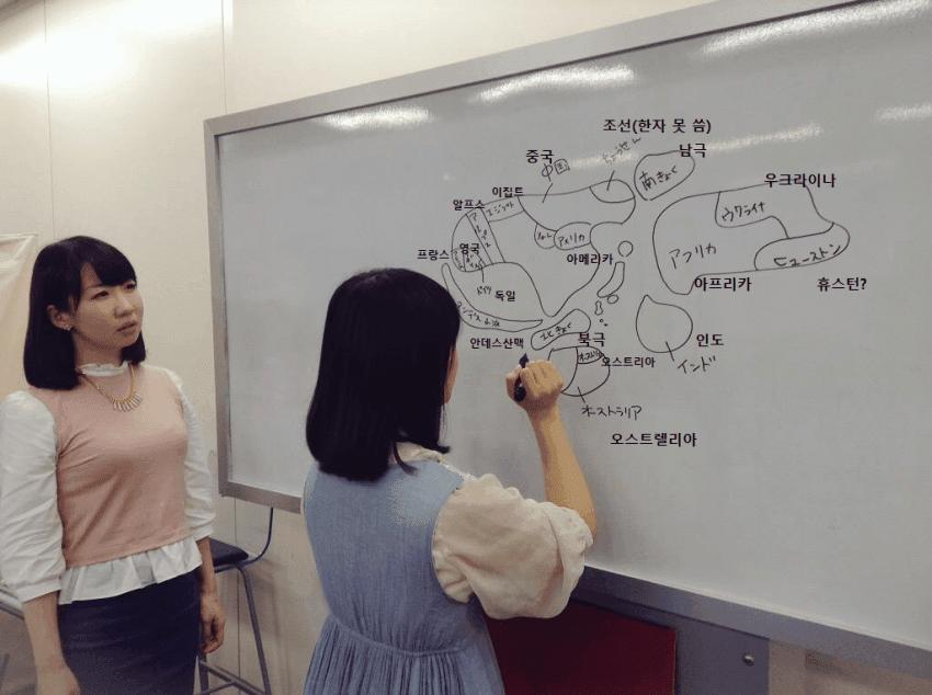 일본 여고생의 세계지도 그리기 도전.jpg