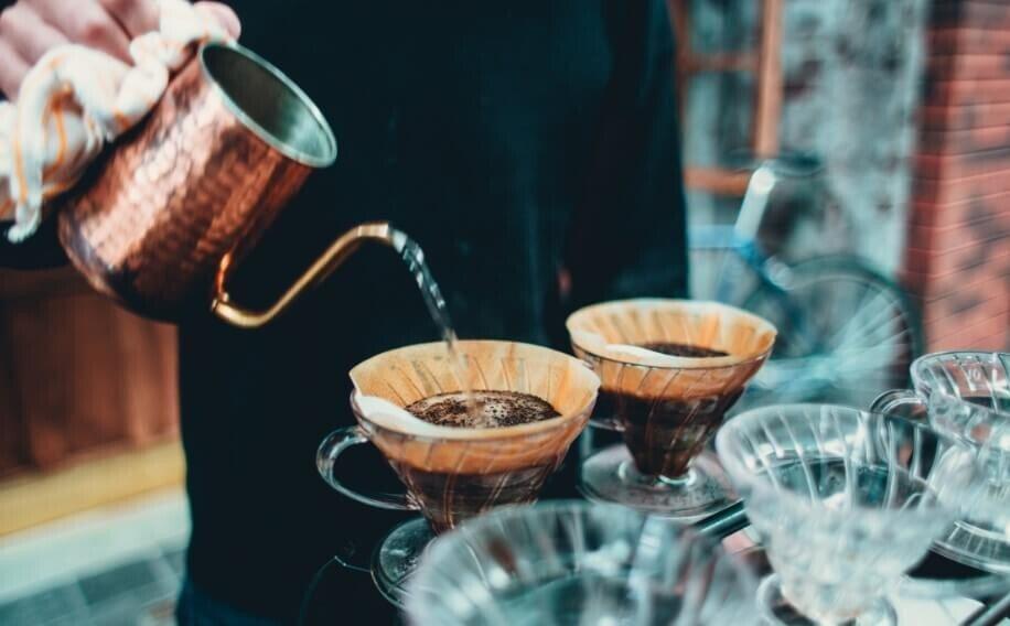 pour-over-coffee-hario-v60.jpg 집에서 커피 마시는 데 취미붙인 핸드드립 초보가 써보는 커피이야기.jpg